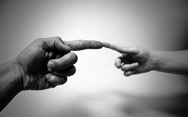 Fotografie dospělé a malé ruky