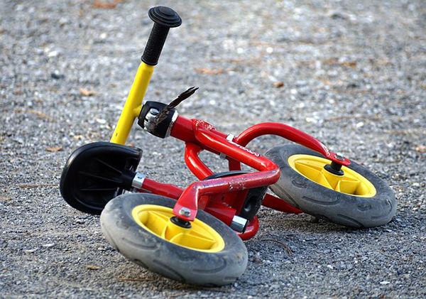 Fotografie kola jak leží na zemi. Jak naučit dítě na kole