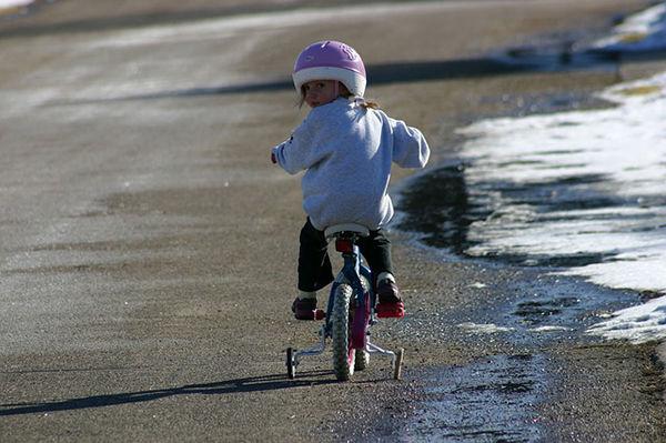 Fotografi dítěte na tříkolce