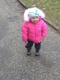 Fotografie: Holčička se učí chodit - naše první krůčky-učíme se chodit