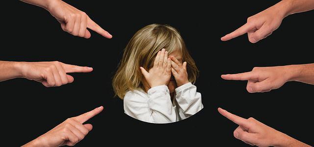 Fotografie holčičky šikana ve škole a co dělat
