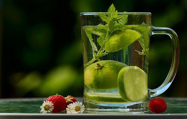 Fotogrfie voda s jablkem